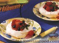 Фото к рецепту: Меренги (безе) с ягодами