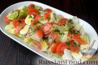 Фото к рецепту: Салат с семгой, перепелиными яйцами и помидорами черри