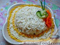 "Фото к рецепту: Салат с курицей и кукурузой ""Шляпка"""
