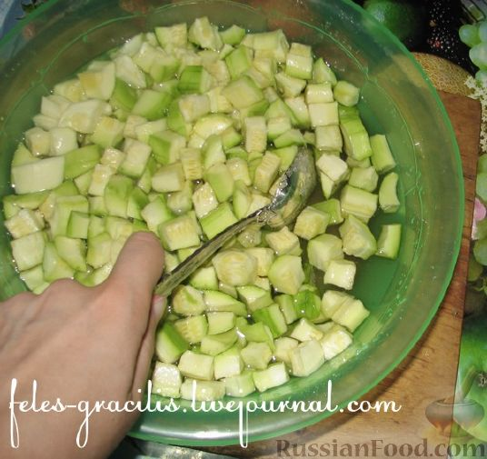 Фото приготовления рецепта: Жареная куриная печень с чесночно-соевым соусом - шаг №7