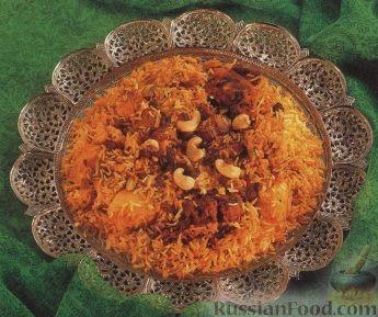 Фото приготовления рецепта: Хлебный омлет с ветчиной, помидорами и сыром - шаг №2