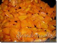 Фото приготовления рецепта: Консервированные баклажаны с овощной икрой и сливами - шаг №1