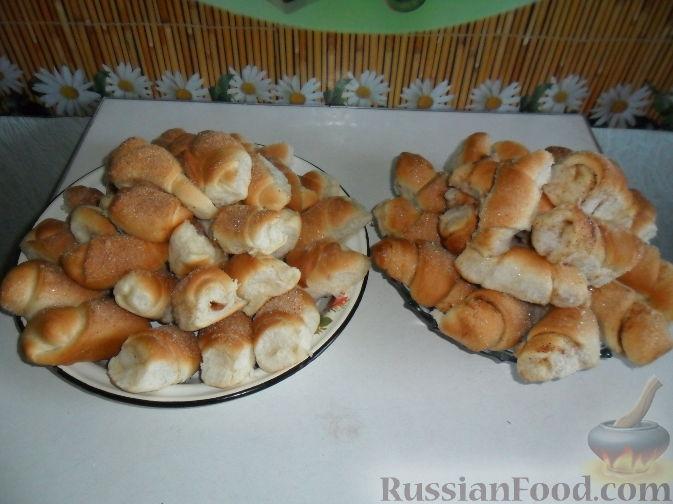 Рецепт Дрожжевые рогалики с вареной сгущенкой и с корицей