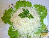 Фото к рецепту: Салат из свежей капусты с растительным маслом и уксусом