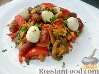 Фото к рецепту: Лечо с копчеными колбасками