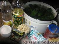 Фото приготовления рецепта: Огурцы в остром томатном соусе - шаг №3