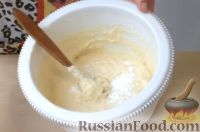 Фото приготовления рецепта: Пышные и мягкие оладьи на кефире - шаг №3