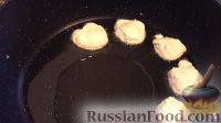 Фото приготовления рецепта: Пышные и мягкие оладьи на кефире - шаг №4