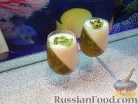 Фото к рецепту: Десерт-желе с киви и йогуртом