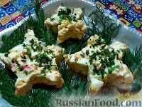 """Фото к рецепту: Салат с крабовыми палочками """"Морская звезда"""""""