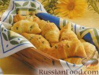 Фото к рецепту: Круассаны с сыром и зеленым луком