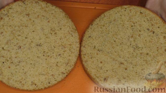 Фото приготовления рецепта: Домашний хлеб, запечённый с пряным маслом, сыром и зеленью - шаг №1