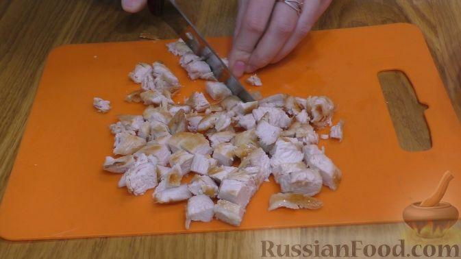 Фото приготовления рецепта: Салат из курицы с апельсинами - шаг №5