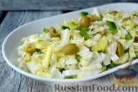 Фото к рецепту: Салат с пекинской капустой и оливками