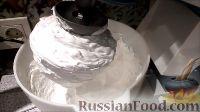 Фото к рецепту: Белково-заварной крем для украшения