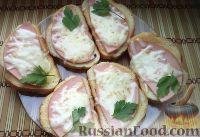 Фото к рецепту: Горячие бутерброды с колбасой и сыром