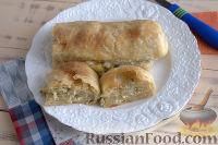 Фото к рецепту: Слоеный рулет с творожно-сырной начинкой