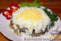 Фото к рецепту: Салат с картофелем, грибами и свеклой