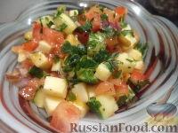 Фото к рецепту: Салат из манго, томатов и моцареллы