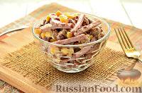 Фото к рецепту: Салат с колбасой и сухариками