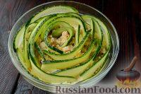 """Фото к рецепту: Салат """"Изумрудный"""" с ветчиной, грибами и сыром"""