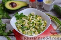 Фото к рецепту: Салат из яиц, огурцов и авокадо