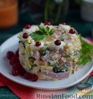 Фото к рецепту: Простой салат с ветчиной, сыром и огурцом