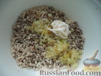 Фото приготовления рецепта: Мясной пирог из слоеного теста - шаг №7