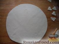 Фото приготовления рецепта: Мясной пирог из слоеного теста - шаг №14