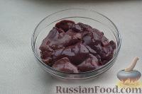Фото приготовления рецепта: Салат «Улёт» с печенью индейки и грибами - шаг №2