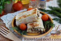 Фото к рецепту: Рулет из лаваша с курицей, грибами и сыром