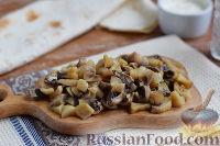 Фото приготовления рецепта: Рулет из лаваша с курицей, грибами и сыром - шаг №4