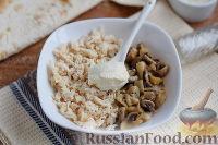 Фото приготовления рецепта: Рулет из лаваша с курицей, грибами и сыром - шаг №5