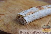 Фото приготовления рецепта: Рулет из лаваша с курицей, грибами и сыром - шаг №8