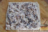 Фото приготовления рецепта: Рулет из лаваша с курицей, грибами и сыром - шаг №7