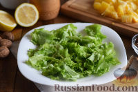 Фото приготовления рецепта: Салат с креветками, апельсинами и орехами - шаг №7