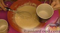 Фото приготовления рецепта: Заварные блинчики в дырочку - шаг №3