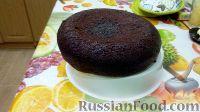 Фото приготовления рецепта: Шоколадный бисквит в мультиварке, со сметанным кремом - шаг №5