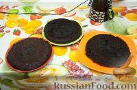Фото приготовления рецепта: Шоколадный бисквит в мультиварке, со сметанным кремом - шаг №7