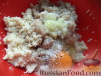 Фото приготовления рецепта: Рыбные тефтели в томатном соусе - шаг №3