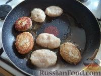 Фото приготовления рецепта: Рыбные тефтели в томатном соусе - шаг №5