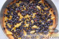 Фото приготовления рецепта: Пирог с черникой и апельсином - шаг №7