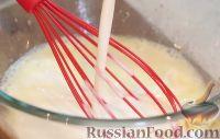 Фото приготовления рецепта: Пышные и нежные оладьи на кефире - шаг №2