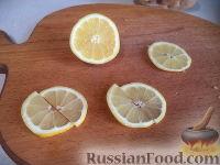 Фото приготовления рецепта: Салат из печени трески с зеленым горошком - шаг №12