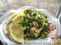 Фото приготовления рецепта: Салат из печени трески с зеленым горошком - шаг №13