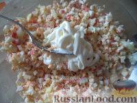Фото приготовления рецепта: Яйца, фаршированные крабовыми палочками - шаг №7