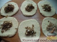 Фото приготовления рецепта: Пирожки с начинкой из отварного мяса - шаг №17