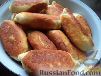 Фото приготовления рецепта: Пирожки с начинкой из отварного мяса - шаг №21