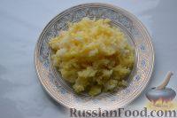 """Фото приготовления рецепта: Салат """"Гранатовый браслет"""" с курицей - шаг №4"""