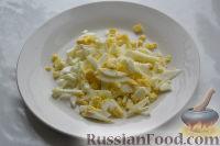 """Фото приготовления рецепта: Салат """"Гранатовый браслет"""" с курицей - шаг №7"""